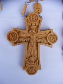 Cruce pectorala cu lant de lemn sculptata manual in lemn de par foto