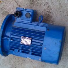 Electronice - Motor trifazic cu flansa 2.2KW 940rpm 940 rpm 220 / 380V
