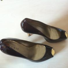 Pantofi senzationali GUESS cu platforma, noi, import SUA, marimea 7 (38), din piele, maro, cu toc auriu. - Pantof dama Guess, Marime: 36.5, Coffee