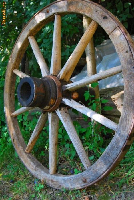 Roti de car rustice foto mare