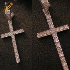Cruciulita din aur alb 18k si diamante!