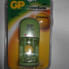 Kit Charger GP PowerBank cu 2 baterii GP 1600 NiMH+ 2 baterii GP 2700 NiMH - Baterie Aparat foto Gp, Tip AA (R6)