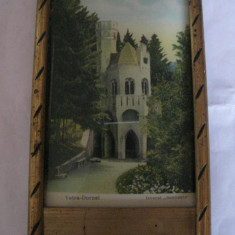 REDUCERE 10 LEI! CROMOGRAFIE INRAMATA DIN ANII 30 CU IZVORUL SENTINELA(VATRA-DORNEI), Necirculata, Printata, Romania 1900 - 1950
