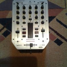 Behringer VMX 200 si doua boxe Geminus 300W fiecare boxa are cate 2 difuzoare + inalta boxele sunt noi, nefolosite - Mixere DJ