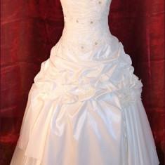 Vand sau inchiriez rochie mireasa model 2012 - Rochie de mireasa printesa