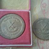 Medalii Romania - Lot 2 medalii a 10-a aniversare de la infiintarea intreprinderii Bucur Obor, 100 roni, inclusiv cutia de prezentare, taxe postale zero roni