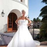 rochie mireasa,colectia Kathy Ireland 2012, marimea 38 m , pietre cusute manual, trena ajustabila, cumparata de la salonul Ma C