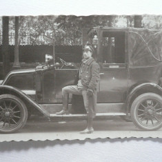 1 - AUTOMOBIL DE EPOCA -  MODEL INCEPUT DE 1900 - SOFERUL CU ECHIPAMENT DE EPOCA