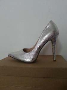 pantofi stiletto negrii si argintii foto