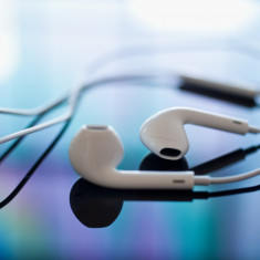 Casti Telefon, Alb, In ureche - Casti iphone 5 + folie display + cablu date ; poze reale expediere gratuita