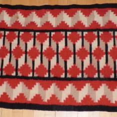 tesatura textila - Covoras taranesc oltenesc vechi, model frumos