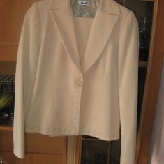 Costum dama, Costum cu pantaloni - Costum de dama format din sacou si pantaloni de stofa
