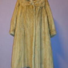 Palton dama - Haina blana ( mantou) nurca aurie