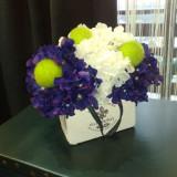 Aranjament flori artificiale - hortensii mov inchis si albe - Suport flori