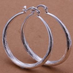 Cercei argint 925, model fin cu striatii + cutie cadou; 3.3 cm diametru