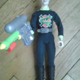Figurina Professor Gangrene Action Man villain Doctor X cu arma pistol se umple trage cu apa rezervor lichid gen Lava Lamp la spate detaliat original