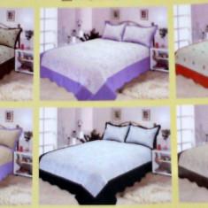 Cuvertura de pat cu doua fete de perna cu broderie de masina