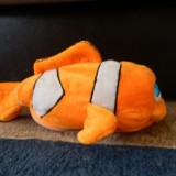 Jucarii plus - Pestisor Nemo care se misca si scoate sunete (cu baterii).