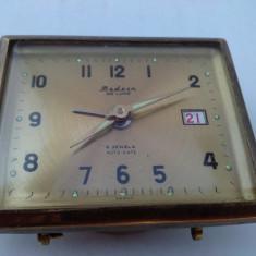 Ceas vintage, mecanic desteptator de voiaj, cu 2 rubine, fabricat in Japonia -MODERN DE LUXE - AUTO DATE