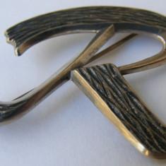 Brosa veche din argint cu litera R - de colectie - Brosa argint