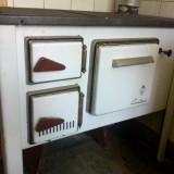 Soba de gatit pe lemne cu burlan de evacuare fum, marca Gutin2