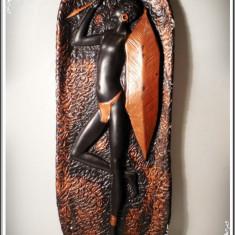 Arta din Africa - APLICĂ AFRICANĂ VECHE DE PERETE DIN IPSOS MASIV PICTAT - RĂZBOINIC ZULU, 2 KG!
