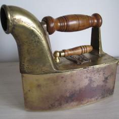 Metal/Fonta - Fier de calcat vechi cu horn din alama austriac 1885 -Autentic! De Colectie !