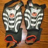 Set echipament fotbal - Set aparatoare pentru tibie Uhlsport - Super Pret
