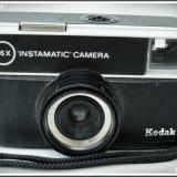 "APARAT DE FOTOGRAFIAT KODAK ""INSTAMATIC"" CAMERA FOTO, POSIBIL FUNCȚIONAL, VECHI!"