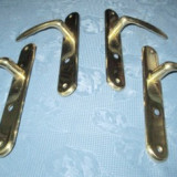 Shielduri aparatori noi cu manere in metal aurit, provenienta Uniunea Europeana.
