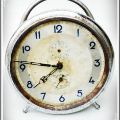 Ceas de mana - CEAS DE MASĂ DEȘTEPTATOR - LUXOR. MECANIC, MARE, VECHI, RAR, FUNCȚIONAL, GERMAN!