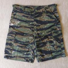 Uniforma militara - Bermude Combat NATO; marime M: 82 cm talie, 54.5 cm lungime; impecabili, ca noi