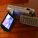 SUPER PRET! Camera video Canon FS-100, Card Memorie, CCD, Peste 40x, Intre 2 si 3 inch