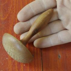Ciuperca veche din lemn pentru croitorie - reparat ciorapi - de colectie