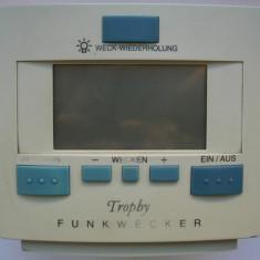 Ceas desteptator marca Tropby, afisaj digital, controlat prin radio, defect