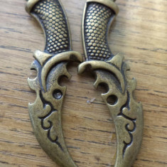 Pandantiv pumnal bronz