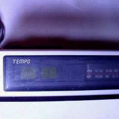 Aparat radio - Radio vechi romanesc si f. rar cu ceas Tempo de colectie anii 70 defect