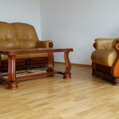 Canapea piele, fotoliu si masuta - Set mobila living