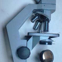 Microscop IOR functional cu 3 obiective si 3 oculare condensator optic diafragma