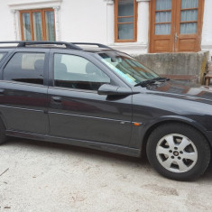 Opel Vectra B Caravan Sport 1.8 - Autoturism Opel, An Fabricatie: 2001, Benzina, 259215 km, 1796 cmc