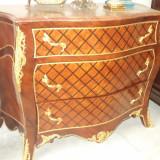 Comoda stil Baroc, de o marime impozanta . Realizata din lemn masiv - Mobilier
