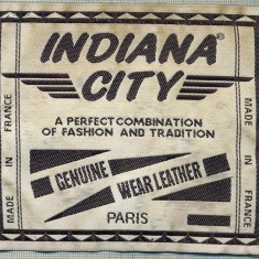 262 -EMBLEMA - INDIANA CITY -FASHION- MADE IN FRANCE -starea care se vede