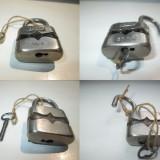 Metal/Fonta - Lacat mic metalic vechi marcat LULU 25mm. stare buna, functionabil, anii 1900