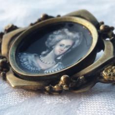 Brosa 1900 cu medalion portelan portret Contesa Splendida Veche Superba Franta, Alama