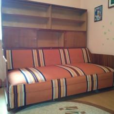 Canapea extensibila cu biblioteca