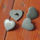 lot 4 bucati - nasturi din metal model deosebit / inima cu elemente incizate !!!