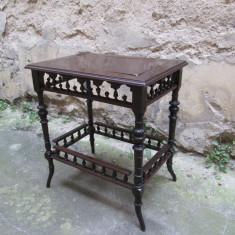 Masuta antica lemn masiv sculptata - Mobilier