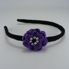 Coronita - Cordeluta neagra cu floare mov si bilute albe de dama crosetata manual Buticcochet