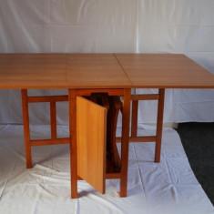 Set gradina - Set masa si 4 scaune pliante din lemn culoare cires