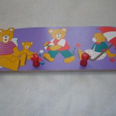 Cuier din lemn pentru copii